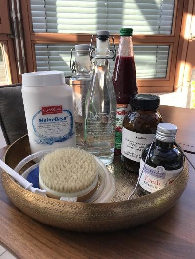 Entgiftung Detox Hilfsmittel Lebensmittel Bürste Öl Base